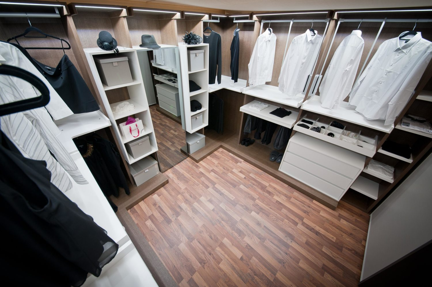Novamobili walk-in wardrobe