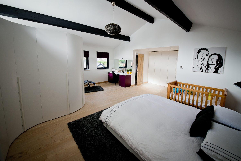 Novamobili white curved bedroom wardrobe