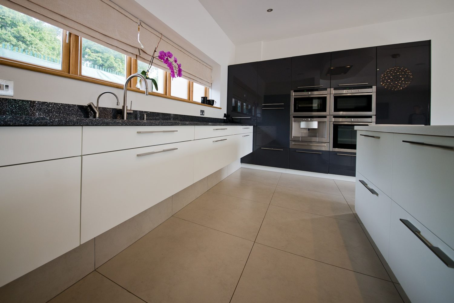 Kitchen design with black and white units